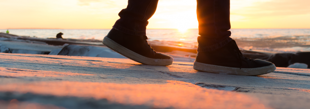Auringonlasku meren äärellä